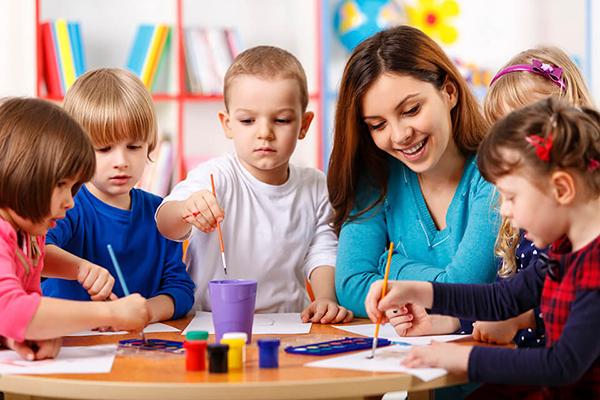 Ngành sư phạm mầm non cần sinh viên yêu trẻ