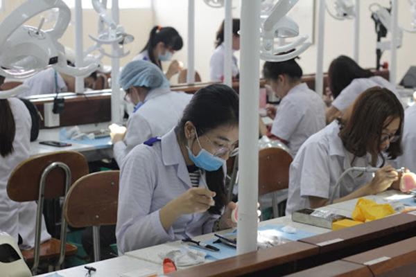 Sinh viên răng hàm mặt cần có chuyên môn tốt